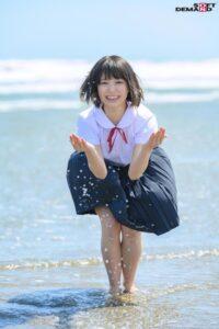【桃乃りん】白い柔肌、ウブな反応、純粋な眼差し… 美少女18歳AVデビュー